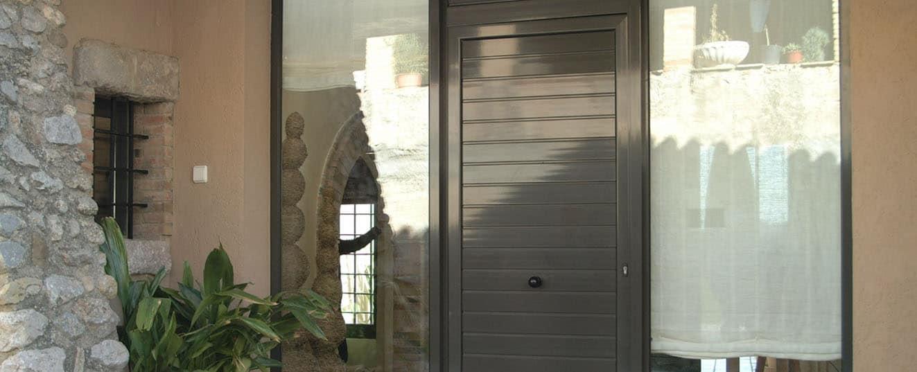 toldelux-2-5-puerta-de-entrada-de-aluminio